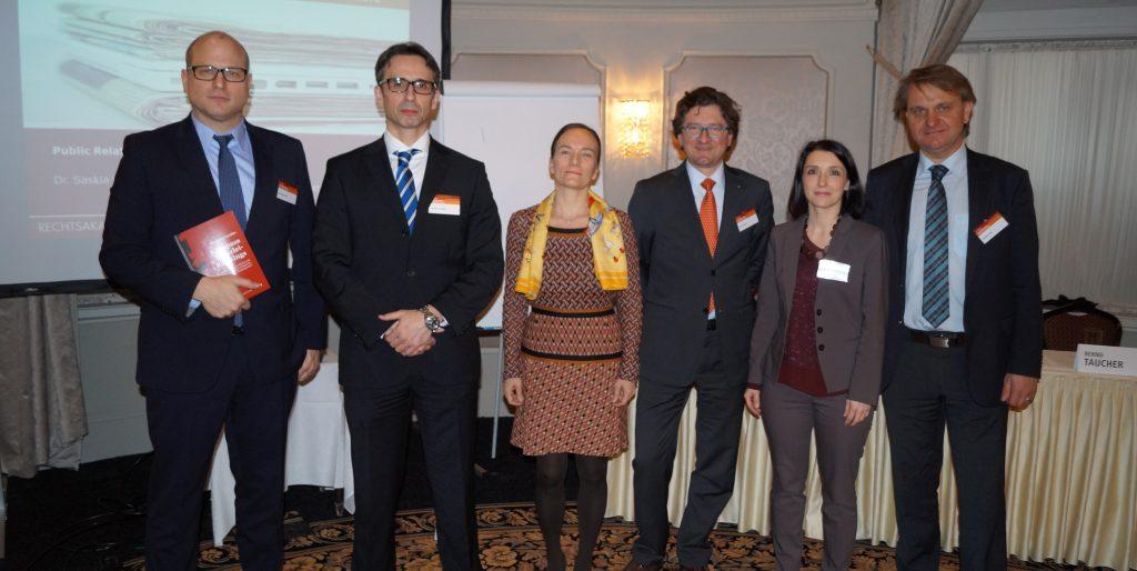 Tagungsleiter Alexander Gendlin (2.v.l.) und Christopher Dietz (MANZ, ganz l.) mit den ReferentInnen Saskia Wallner, Bernd Taucher, Petra Turnher und Günther Jauck